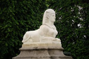 Décors et monuments egyptisants à Paris